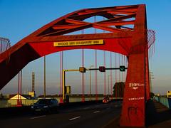 Brcke der Solidaritt Duisburg (Angie Trenz) Tags: bridge rot angie nrw brcke duisburg verkehr stahl ruhrpott hochfeld solidaritt rheinbrcke strase trenz
