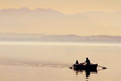 Stille auf dem See (Spookyfilm) Tags: see berge sw starnberger stille ruhe ruderer swfotos