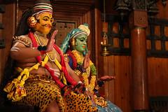 Shiva and Minukku (preze) Tags: brown india costume mask god stage centre indoor kerala scene tnzer dancer braun shiva nataraja cochin indien kochi southindia personen maske rudra schrfentiefe kathakali gott inder shankara bhne kostm pashupati schiwa tiefenschrfe nilakantha mahadeva mahesha minukku bhairava kathakalidance vishwanatha iva malabarkste darstellenderknstler canoneosm3 sdinder efm55200