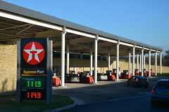Texaco, Gloucester Services M5 NB. (EYBusman) Tags: station garage north gas gloucester service petrol gasoline texaco bound chevron m5 services filling valero eybusman