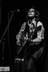 Danni Nicholls (Rob Felton) Tags: uk england people blackandwhite music monochrome rock bedford mono blackwhite live country roots jazz blues indoor gigs acoustic felton venue 2008 robertfelton entshed danninicholls