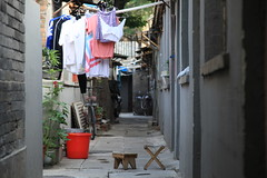 IMG_1653 Clothes drying in tiny alley of traditional Beijing, China (Jordan Pouille JOURNALIST) Tags: china street beijing hutong chine pkin siheyuan