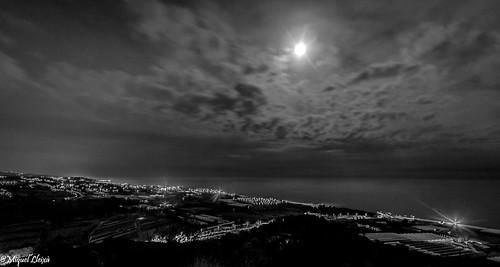 Lluna i núvols.