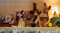 Disneyland Visit - 2016-04-24 - Main Street - Emporium - Toy Department - Snow White Diorama (drj1828) Tags: us mainstreet disneyland visit anaheim emporium dlr diorama snowwhiteandthesevendwarfs 2016