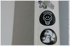 Eindhoven (Dit is Suzanne) Tags: streetart netherlands graffiti duck spring sticker walk nederland eindhoven lente eend wandeling noordbrabant northbrabant    gloeilamp lichtstad img6943   noncoloursincolour canoneos40d    sigma18250mm13563hsm ditissuzanne  17042015
