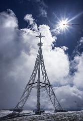 La cruz de Gorbea (Jabi Artaraz) Tags: primavera nieve cruz zb elurra gorbea gorbeia udaberria gurutzea euskoflickr jabiartaraz jartaraz