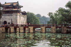 Brucke # China_2006_2560 # Leica R9 Fuji Provia100 - 2006 (irisisopen f/8light) Tags: china leica color film fuji beijing slide farbe provia peking 100f diafilm r9 irisisopen