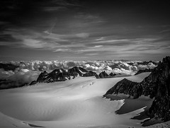 Quitude au Plateau du Trient (Frdric Fossard) Tags: france nature montagne alpes suisse altitude horizon glacier ciel nuage paysage valais hautesavoie crtes merdenuage plateaudutrient massifdumontblanc colblanc artes pointedorny