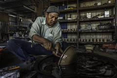 Proses membuat tembaga. (raydignityphotography) Tags: old men art metal hammer work asian design hands industrial pattern hand designer antique traditional decoration culture craft jewelry master entertainment ornament human copper tray craftsman making turkish skill