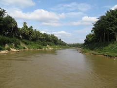 """Luang Prabang: la rivière Nam Khan <a style=""""margin-left:10px; font-size:0.8em;"""" href=""""http://www.flickr.com/photos/127723101@N04/23657870590/"""" target=""""_blank"""">@flickr</a>"""