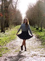 Pauline (Pauline) Tags: vent soleil jupe fille fort shootphoto