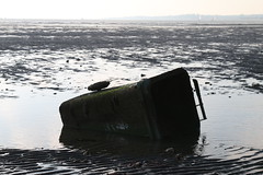 Chilling Beach (mike.line53) Tags: hampshire chilling lowtide fareham wheeliebin rubbishbin southamptonwater chillingbeach