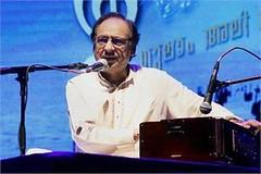 Kozhikode: Pakistani singer Ghulam Ali at a live concert (legend_news) Tags: concert live ali singer pakistani kozhikode ghulam