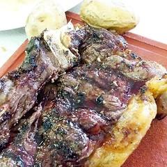 chuleton de #buey con 42 das... (detapitasenlacalle) Tags: cow healthy papas meat delicious foodies gastronomia carne spanishfood gastronomy buey picoftheday arrugas instafood mojopicon pornfood chuleton foodpics foodlover pocohecho foodgram foodofspain uploaded:by=flickstagram gastropics instagram:photo=10427642823439243221718571223 instagram:venuename=restauranteventorrillocanario instagram:venue=430213782 maduraci