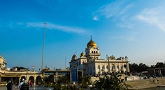 (MOMENTmak3r) Tags: god bluesky believe beautifulpic gurudwarabanglasahib keepmovin