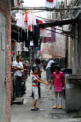Backstreet  Shanghai (Julien Mailler) Tags: world china street travel people playing kids children asian julien kid alley asia child shanghai chinese backstreet asie chinois chine nationalgeographic asiatique reflectionsoflife lovelyphotos jules1405 unseenasia earthasia mailler