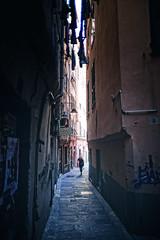 Woman (-Makar79-) Tags: street people italia liguria streetphotography genova 6d vicoli caruggi 24l centrostoricodigenova noiliguri canonef24mmf14liiusm 24lmkii