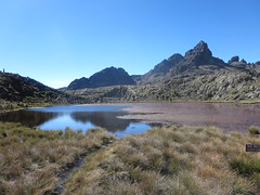 Mount Kenya: view taken during the sescent (John Steedman) Tags: africa trek kenya afrika kenia afrique eastafrica mountkenya ostafrika 非洲 アフリカ ケニア африка afriquedelest أفريقيا кения 肯尼亚 東アフリカ شرقأفريقيا 东部非洲