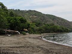 """Laguna de Apoyo: des locales qui se baignent et font en même temps leur lessive <a style=""""margin-left:10px; font-size:0.8em;"""" href=""""http://www.flickr.com/photos/127723101@N04/26157623814/"""" target=""""_blank"""">@flickr</a>"""