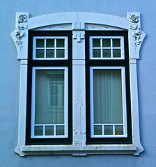 Lisbon Window (pedrosimoes7) Tags: portugal window architecture ventana arquitectura lisbon details creativecommons janela fentre graa doorsandwindowsaroundtheworld dwwg lisbonwindow