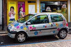 Toys (Jorden Esser) Tags: girls window car dolls posters bracelets toyshop parkingspot flowerpattern toystore speelgoed leerdam flowerstickers nederlandvandaag