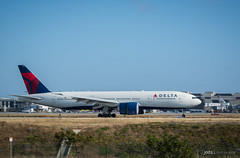 Delta Airlines 777-200 (Joits) Tags: plane airplane losangeles aviation boeing lax planespotting boeing777 losangelesinternationalairport deltaairlines boeing777200 aviationphotography n704dk nikon70200mmf28vrii