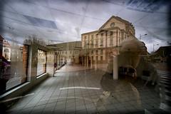 Réflexion profonde (Clydomatic) Tags: perspective reflet vitrine photographe transparance