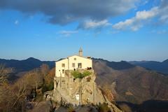 Santuari de Bellmunt (Albert T M) Tags: catalonia nubes catalunya roca cataluña núvols osona catalogne santuari santperedetorelló santuaridebellmunt serradebellmunt