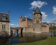 Heeswijk - Kasteel Heeswijk (Grotevriendelijkereus) Tags: house holland tower castle netherlands town village toren nederland slot huis moat brabant dorp gracht kasteel heeswijk burcht plaats heeswijkdinther