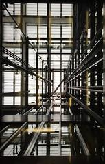 Schacht nicht (alte_petze) Tags: berlin foto himmel glas tiergarten fahrstuhl schacht flucht moabit fluchtpunkt duhastaugenimkopf