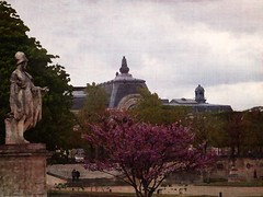 Jardin des Tuileries - Paris (jeanfenechpictures) Tags: park city flowers trees paris france building classic statue museum architecture clouds fleurs garden french spring louvre pastel jardin palace muse textures arbres april palais walkways tuileries capitale chateau nuages avril iledefrance parc printemps ville parisian textured batiment classique alles casltle parisjetaime