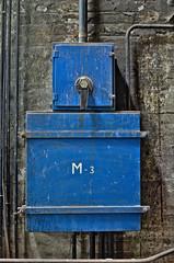 Blue box/Caja azul (Santini1972) Tags: barcelona old blue azul factory box caja antiguo fabrica santandreu fabraycoats nikond5100