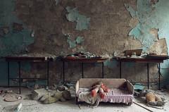 Sperrzone von Tschernobyl --- Prypjat Kindergarten (Nils Grudzielski) Tags: old abandoned kids 35mm canon lost eos dolls play decay leer bears ruin haunted kindergarten 1986 verlassen chernobyl abandonedplaces marode strahlung tschernobyl verfallen radioaktiv lostplaces prypjat 5dm2