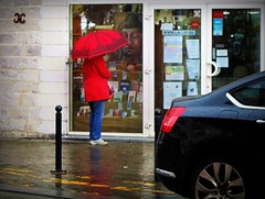 2016-04-26 Valenciennes (101)red umbrella (april-mo) Tags: street red france rain umbrella streetscene shopwindow nord valenciennes intherain