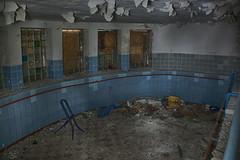 Pool (sirona27) Tags: pool licht alt fenster leer schatten gebäude tür verlassen treppen mauern säulen putz verwittert marode verfallen gänge