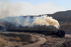 I_B_IMG_6237 (florian_grupp) Tags: china railroad train landscape asia mine desert muslim railway steam xinjiang mikado locomotive coal js steamlocomotive 282 opencastmine sandaoling