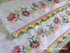 KikaBordados Kika  Krauss 037 (Kika Bordados by Angelica Krauss) Tags: flowers flores handmade embroidery crochet towel artes emboidery artesanatos croche embroider toalhas feitoamo feitomo kikabordadoskikakrauss