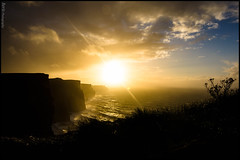Sunset in Cliffs of Moher (ainhoa.beristain) Tags: ireland sunset sky sun galway sol contraluz atardecer wind viento cliffs cielo cliffsofmoher aire libre nube moher irlanda rayosdesol