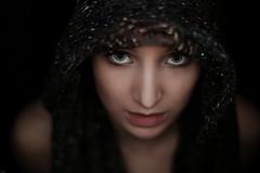 Katharina #2 (lichtflow.de) Tags: woman beauty face look canon wow nice eyes lowlight gesicht ef50mmf14 augen frau blitz blick dunkel kunstlicht blickwinkel ringblitz eos5dmarkiii lichtflow