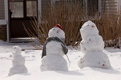 Snowmen 40.366.2016 (K-O-M) Tags: winter snow three snowmen trio snapseed dailyphoto127 403662016