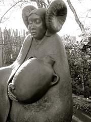 WATERSONG (suenosdeuomi) Tags: sculpture art monochrome nativeamerican watersong marthapettigrew canons90
