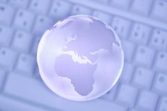 Weltkugel auf Tastatur (FotoDB.de) Tags: internet tastatur email webdesign network netz weltkugel netzwerk vernetzt webseiten