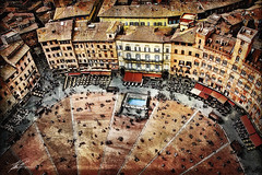 Siena's Piazza del Campo (gol4tom) Tags: italy architecture wow tuscany siena publicsquare outdoordining fontegaia medievalcity gatheringspot artofimages wowl2 wowl3