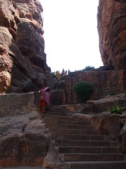 Way up to the cave temples (Voyou Desoeuvre) Tags: india places badami