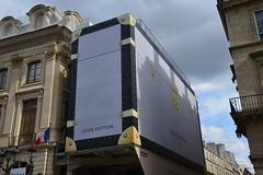 La valise Louis Vuitton (mlemandat) Tags: paris louisvuitton valise chaffaudage