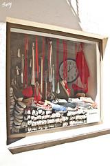 La ventana con barretina... Vic. (svet.llum) Tags: ventana ciudad vic catalunya catalua barretina