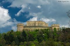 castello di san Leo (Guido Pezzatini) Tags: travel sky italy green castle architecture clouds nuvole blu castello architettura