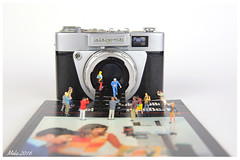 New Camera Museum has opened (lichtspuren) Tags: people canon toys eos klein little small sigma mini tiny littlepeople 187 f28 littleworld 6d preiser minifigures kleinewelt spielzeuge h0 2460mm tinipeople kleinefiguren