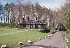 Doune Castle Keepers Cottage (David_Leicafan) Tags: trees film woodland drive scotland gatehouse leicam42 potra400 35mmsummaronf28