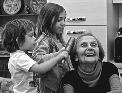grandma and grandsons (gazzettinopadano) Tags: grandma girls boy love smile kids hair grandmother sister brother brushing grandson grandsons purelove brash sweetmoment